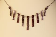 Granátový náhrdelník Pásky