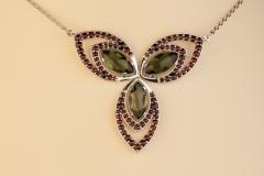 Granátový náhrdelník s Vltavíny