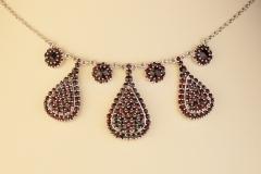 Granátový náhrdelník Slza